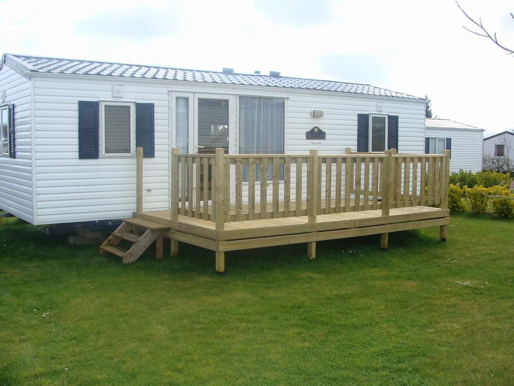 terrasse en bois pour mobil home mod le bien tre terrasse bois pour mobil home. Black Bedroom Furniture Sets. Home Design Ideas