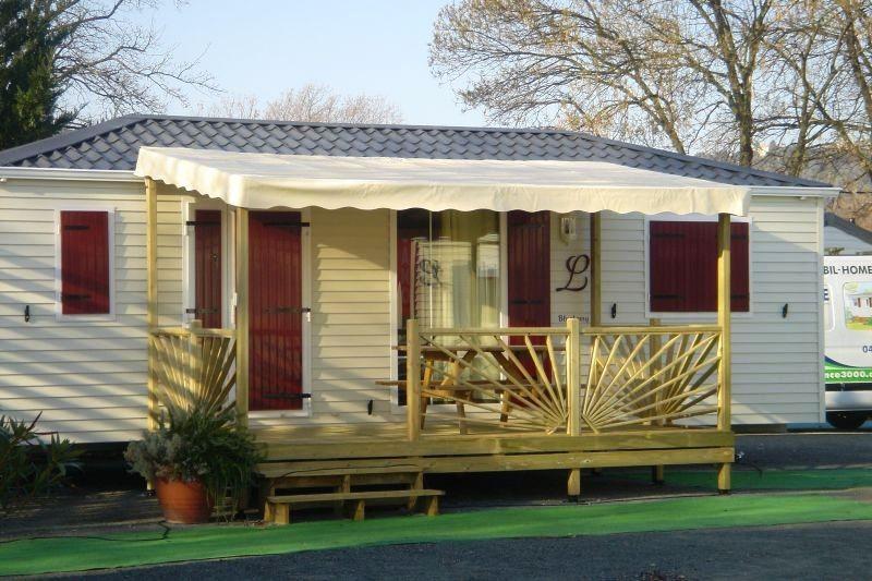 terrasse en bois couverte pour mobil home mod le b che terrasse couverte bois pour mobil home. Black Bedroom Furniture Sets. Home Design Ideas